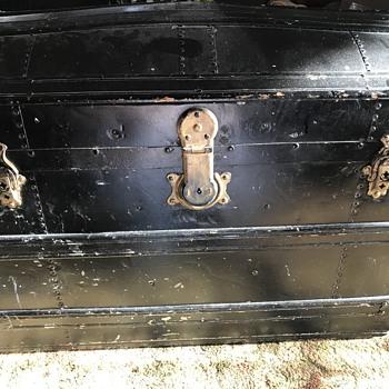 Eagle Lock Co trunk - Furniture
