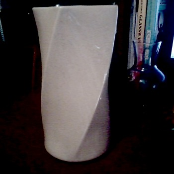 "Art Deco Style ""Twist"" Vase USA 407 / McCoy ""Floraline"" ?? - Pottery"