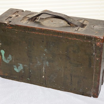 OLD WOODEN &  METAL HINGED BOX  UNKNOW USE OR ERA - Military and Wartime