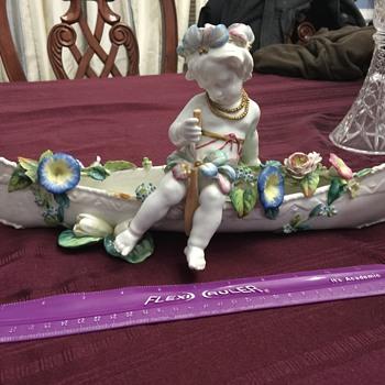 Porcelain cherub in boat - Figurines