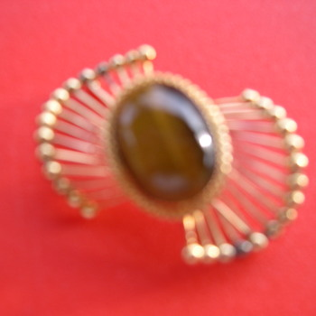 VINTAGE WELLS STER PIN - WHY IS STERLING GOLD IN COLOR ? - Costume Jewelry