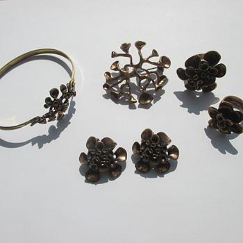 Hannu Ikonen - reindeer moss pieces (bronze) - Fine Jewelry