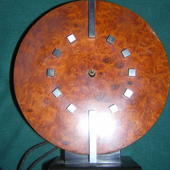 Art Deco Burlwood Alarm clock - Art Deco