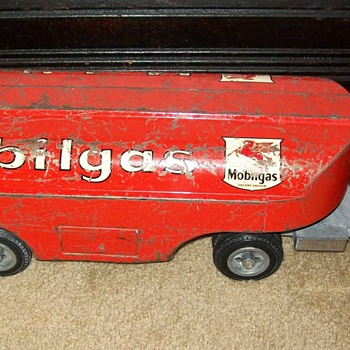 Smith-Miller Mobiloil tanker - Model Cars