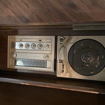 GE Record player and Radio Ident. - Radios