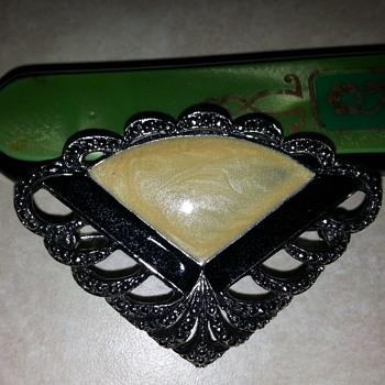 Fan' pin - Costume Jewelry
