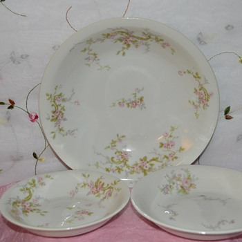 Theodore Haviland France Limoges Bowls in Pink Spray Pattern. & Haviland China | Collectors Weekly