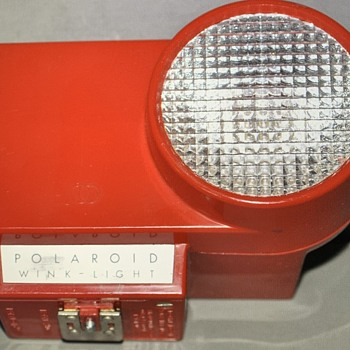 Red Polaroid wink light - searching for info on camera body - Cameras