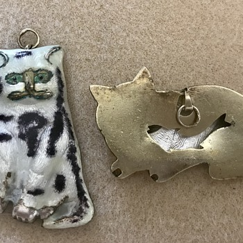 Vintage cat charms or pendants  - Costume Jewelry