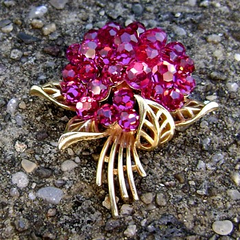 Crown Trifari Fuchsia Briolette - Costume Jewelry