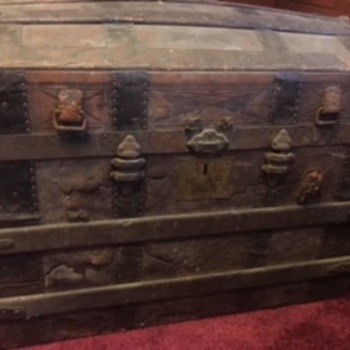 Found this trunk; Trying to find out more about it - Furniture