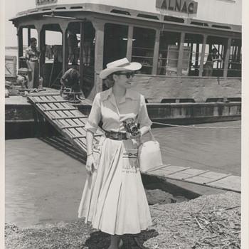 Grace Kelly Candid Photo (1954)