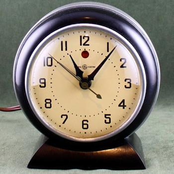 General Electric 7F56 'Vedette' - Clocks