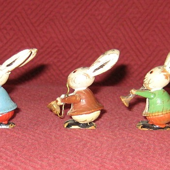 Vintage Erzgebirge Germany Hand Carved Rabbit Band - Animals