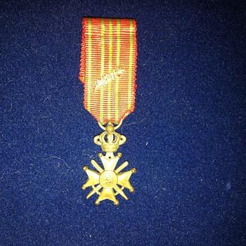 Miniature Belgian WWI Croix de guerre with bronze palm