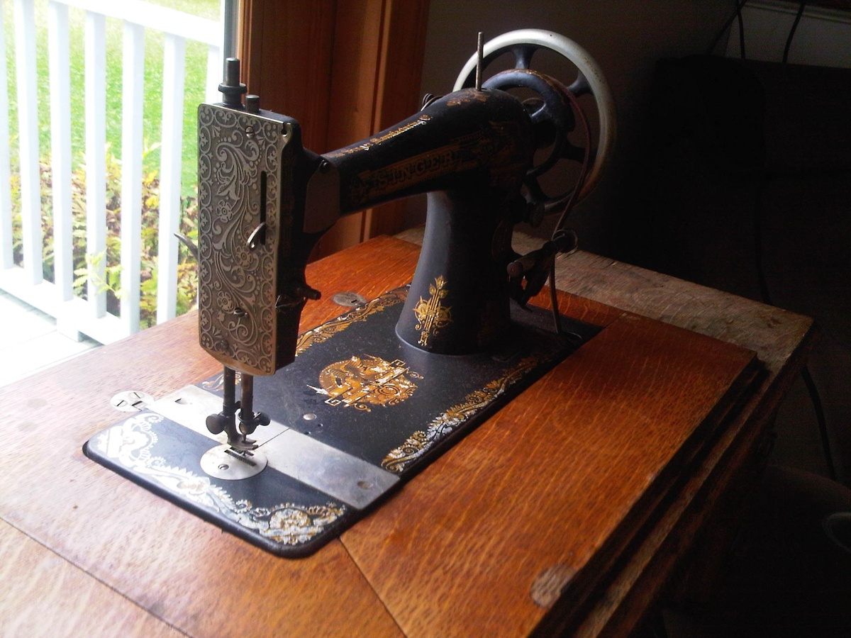 1901 Singer Treadle Sewing Machine | Collectors Weekly
