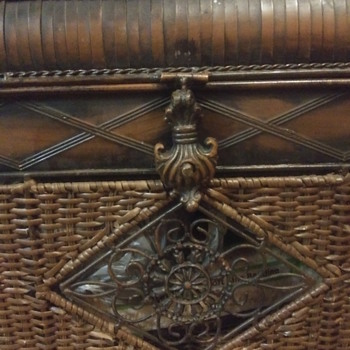 Wicker and brass domed steamer - Furniture