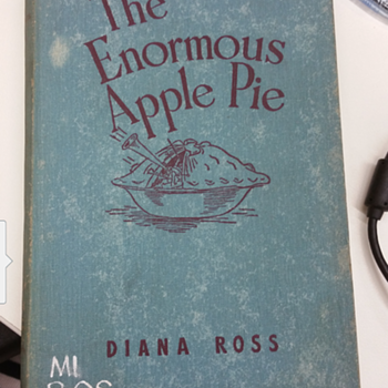 The enormous apple pie - Books