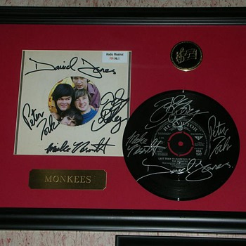 Last Train to Clarksville The Monkees Double Signed 45 Record & Sleeve - Music Memorabilia