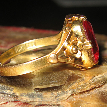 18k ruby ring - Fine Jewelry