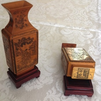 Pair of small Asian vases on pedestals - Asian
