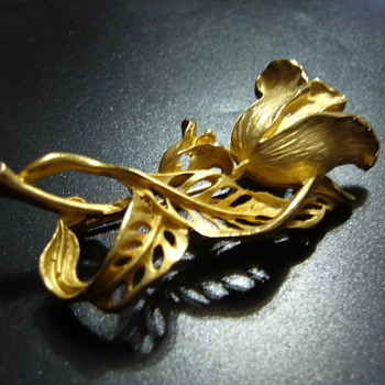Flowers pin - Costume Jewelry