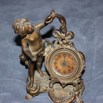figurine clock - Clocks
