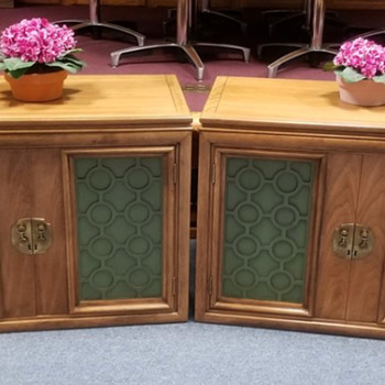 Can anyone tell me who made these Midcentury modern cabinets? - Furniture