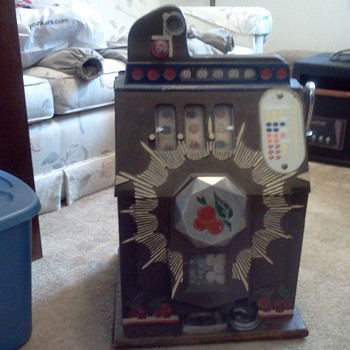 My Dad's 1910 nickel slot machine - Coin Operated