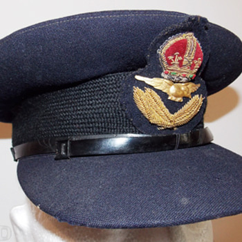 Royal Australian Air Force Officer's visor cap - Military and Wartime
