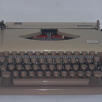 Triumph Grundig Personal Typewriter