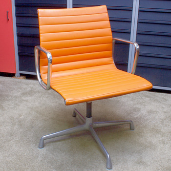 Eames Mid-Century chair and Record Player..... - Mid-Century Modern