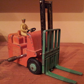 Dinky 401 Coventry Climax Fork Lift