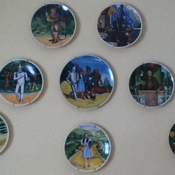 "Eight-Piece ""Wizard of Oz"" Plate Collection"
