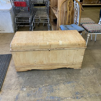 Cavalier cedar chest - Furniture
