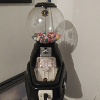 Shooting Hoop Gumball Machine - Coin Operated
