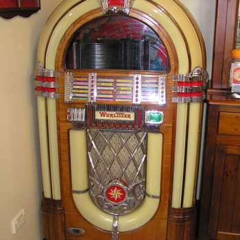 Wurlitzer 1015 bubbler 78 rpm Jukebox - Coin Operated