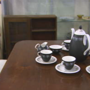 Tea set - is this collectible? - China and Dinnerware