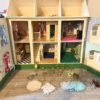 Unique dollhouse  - Dolls