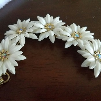 Pretty in Plastic! Adorable CORO Plastic White Flower with Rhinestone Bracelet