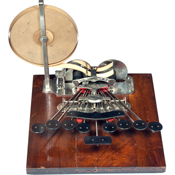 Stenograph 1 (Miles Bartholomew) - wooden base - 1882 - Office