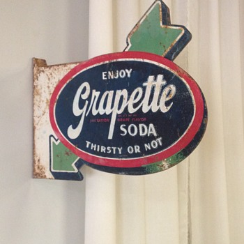 "Barn Find ! 1940's Grapette ""Arrow"" Flange Sign 21"" x 16"""