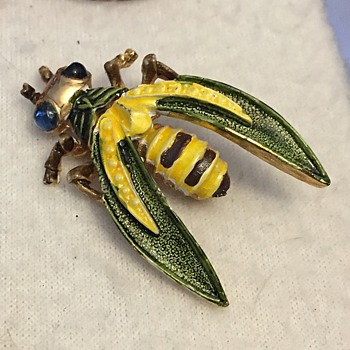 Vintage Kramer Bee? Bug? Wasp? Brooch - Costume Jewelry