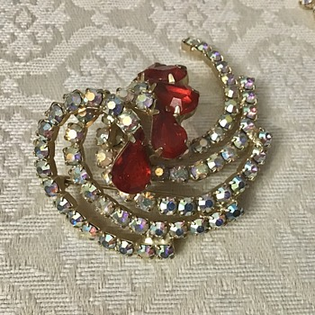 Brooch and matching earrings - Costume Jewelry