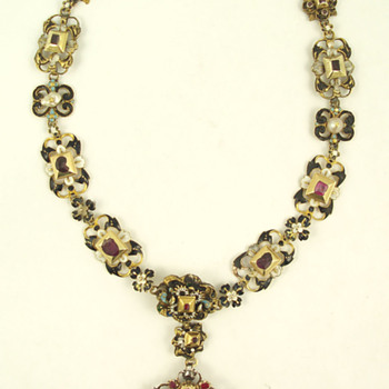 Enameled chain and pendant Circa late 17th C - Fine Jewelry