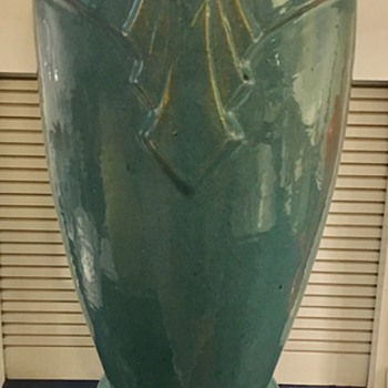 Art Deco Floor Vase KNOW WHO MADE IT? - Art Deco