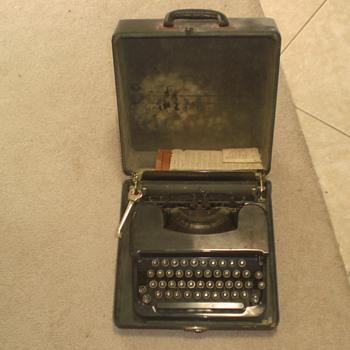 Corona Vintage Typewritter - Office
