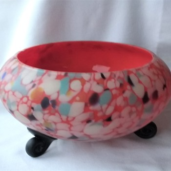 Another Shallow Bowl Czech Interwar Satin Glass Spatter By RUCKL, with 3 small back curled feet. - Art Glass