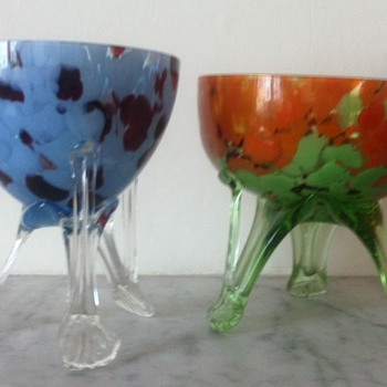 Rocket-footed Deco bowls - Art Glass