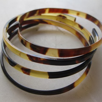 Tortoise shell bangle bracelets - Fine Jewelry